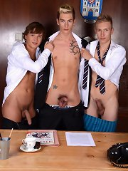 Super-Twink Connor Levi Savours A School-Time Bareback Spit-Roasting Delight!